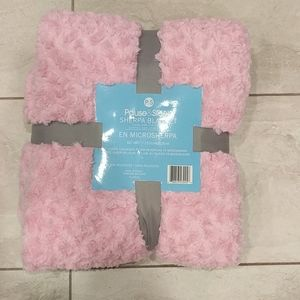 Other - NWT Queen pink plush / micro Sherpa blanket